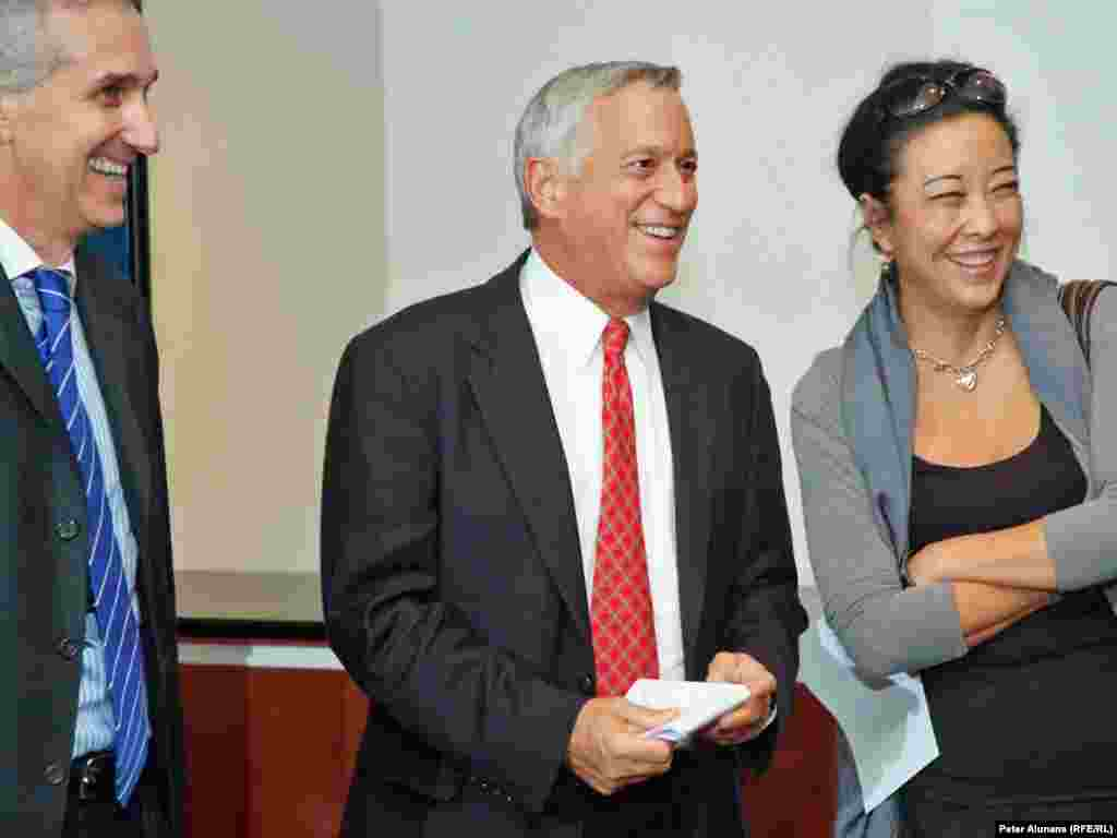 RFE President Jeffrey Gedmin (l), BBG Chairman Walter Isaacson and Radio Free Asia President Libby Liu (r), during RFE's 60th anniversary reception.