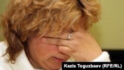 Балқаш түрмесінде қаза болған тұтқын Сергей Григорьевтің анасы Лариса Григорьева. Алматы, 7 қараша 2011 жыл. (Көрнекі сурет)