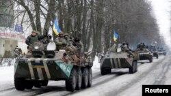 Українські військові їдуть у напрямку Волновахи Донецької області, 18 січня 2015