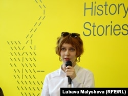 Ирина Батуревич представляет доклад о книжной индустрии в Украине