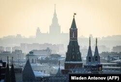 Кремль та Московський державний університет у Москві, 2 березня 2018 року