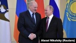 Aleksandr Lukashenko və Vladimir Putin