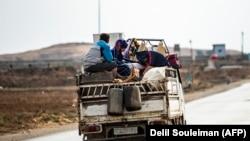 Suriyada evindən didərgin düşən kürd və ərəb ailələr