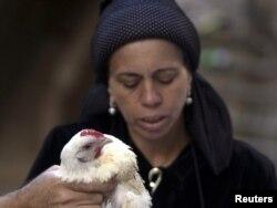 Ultraortodoksna Židovka tokom molitve