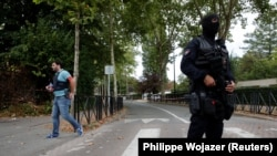 Французькі поліцейські на вулиці містечка Трап після нападу, 23 серпня 2018 року