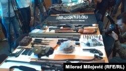 Zaplijenjeno oružje i ostali oduzeti materijal prikazan na press konferenciji Specijalnog tužilaštva RS o akciji Ruben