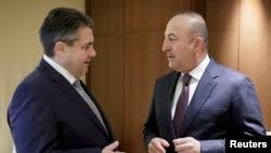 La întîlnirea miniștrilor de externe german Sigmar Gabriel și turc, Mevlut Cavusoglu, miercuri la Berlin