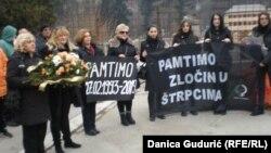 Žene u crnom na obeležavanju zločina u Štrpcima