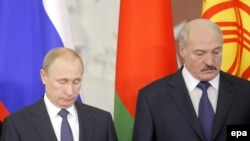 Владимир Путин и Александр Лукашенко во время встречи в Москве 23 декабря 2014 года