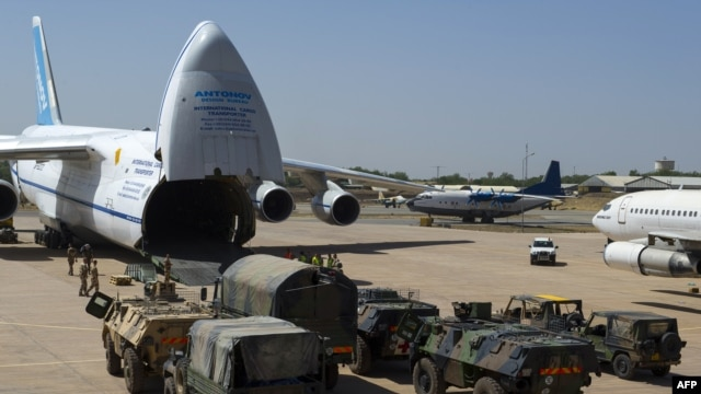 The French Army unloads vehicles from a cargo plane in N'djamena, Mali, on January 14.