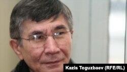 Оппозиционный политик Жасарал Куанышалин в здании Медеуского районного суда. Алматы, 1 февраля 2011 года.