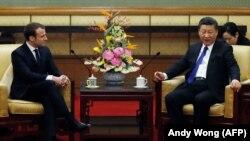Францускиот претседател Емануел Макрон со кинескиот претседател Кси Џинпинг во Пекинг