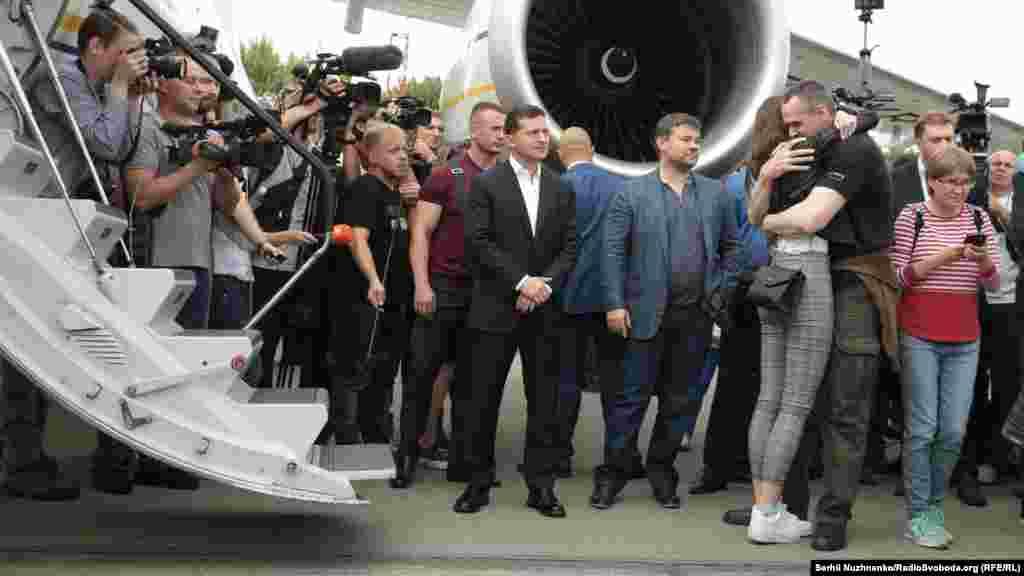 Президент України Володимир Зеленський, Олег Сенцов, рідні та близькі звільнених