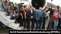 Grupul de deținuți ucraineni întâmpinați la Kiev de președintele Volodimir Zelenski. 7 septembrie 2019