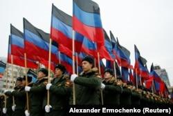 Ученики военного лицея Донецка на праздновании «дня флага ДНР», 25 октября 2017 года