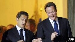 Франция президенти Н.Саркози (ч) ва Британия Бош вазири Д.Камерон.