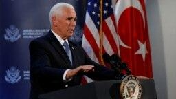 کنفرانس خبری مایک پنس در محل سفارت آمریکا در آنکارا برگزار شد