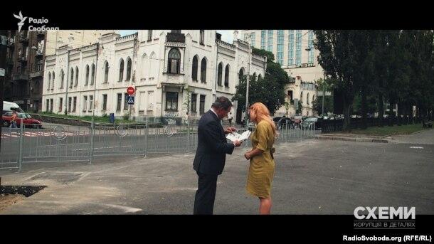 Міський голова Глухова Мішель Терещенко біля садиби своїх пращурів