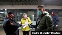 Moskvada metro yaxınlığında sənədlər yoxlanır