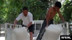 Бүгүн Бишкекте 70 тоннага жакын гуманитардык жардам чогулду, 13-июнь 2010-жыл.