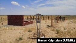 Коронавирустан қайтыс болғандардың зираты. Алматы облысы, Қараой ауылы маңы. 16 маусым 2020 жыл.