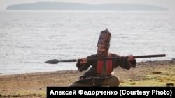 """На берегу священного озера. Кадр из фильма """"Ангелы революции"""""""