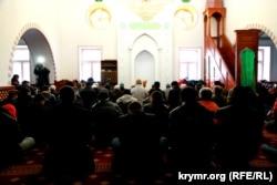 Reşatnıñ hatırasına dua. Aqmescit, 2015 senesi mart 20 künü