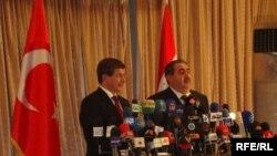 وزير الخارجية هوشيار زيباري ونظيره التركي احمد داود اوغلو