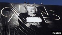 Мэрилин Монро үлеменә 50 ел тулуны искә алып, оештыручылар фестивальнең постерында аның фотосурәтен урнаштырган