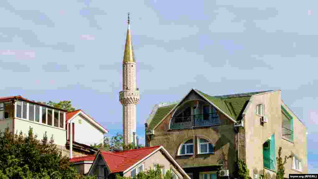Единственная сохранившаяся в Алуште мечеть Юкъары Джами – местная достопримечательность и украшение южнобережного города