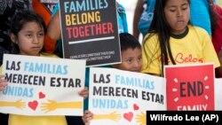Protesta e fëmijëve të ndarë nga familjet e tyre në kufi,1 qershor 2018