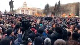 """Несанкционированный митинг в Кемерово после пожара в """"Зимней вишне"""""""