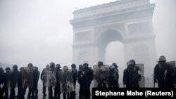 Pamje gjatë protestave në Paris.