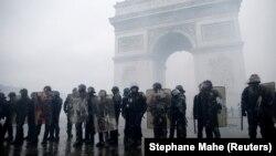 Протесты у Триумфальной арки в Париже, 1 декабря 2018