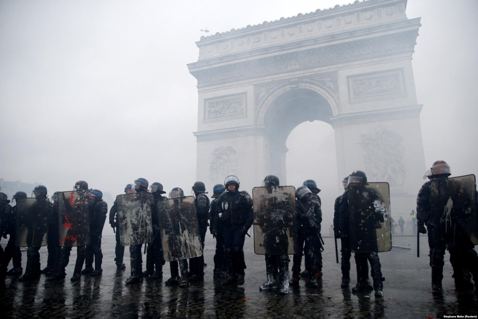 Столкновения полиции с демонстрантами у Триумфальной арки, 1 декабря 2018 года