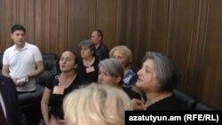 Աջից՝ Տիգրան Օհանջանյանի մայրը՝ Գոհար Սարգսյանը, արխիվ