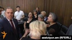 Որդեկորույս մայրերը Ազգային ժողովում, արխիվ