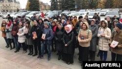 Дәүләт шурасы бинасы алдында татар телен яклау чарасы. 26 октябрь 2017