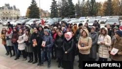 Протест у здания парламента Татарстана в поддержку татарского языка и за его обязательное преподавание в школах республики. Казань, 26 октября 2017 года.