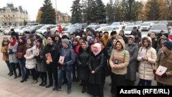 Акція біля будівлі державної ради Татарстану на підтримку татарської мови. 26 жовтня 2017 року