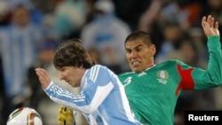 Pamje nga një aksion i futbollistit Messi (majtas)