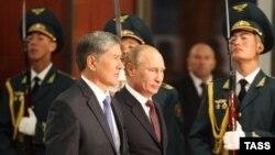 Президент Кыргызстана Алмазбек Атамбаев и президент России Владимир Путин. Бишкек, 20 сентября 2012 года.