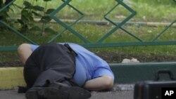 Қастандықпен атып өлтірілген Юрий Будановтың денесі. Мәскеу, 10 маусым 2011 ж.