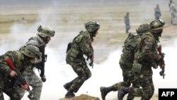 Arxiv foto: Azərbaycan və ABŞ əsgərləri Bakı yaxınlığında NATO-nun hərbi təlimində iştirak edir, 2009-cu il