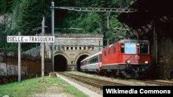 Tuneli i hapur më 1905, që lidh Zvicrën me Italinë.