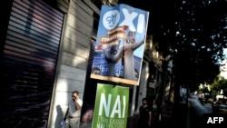 """Afișe cu """"Da"""" și """"Nu"""" la Atena, 3 iulie, 2015."""