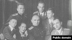 Петро Григоренко (ц) з родиною, 1955 рік