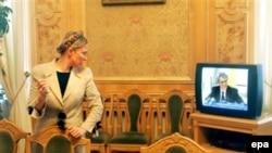 Бывший раньше рупором власти «Первый национальный канал» подает теперь разноплановую информацию для избирателей