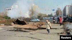 Мұнай құбырының жарылыс болған тұсы. Циндао қаласы, Шаньдун провинциясы, Қытай, 22 қараша 2013 жыл.