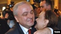 В Грузии Игорь Гиоргадзе объявлен в розыск вот уже 21 год, в список разыскиваемых лиц по красному циркуляру Интерпола попал пять лет назад, а вчера был изъят из этого списка